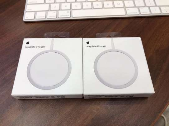 Apple Magsafe Wireless Charger image 1