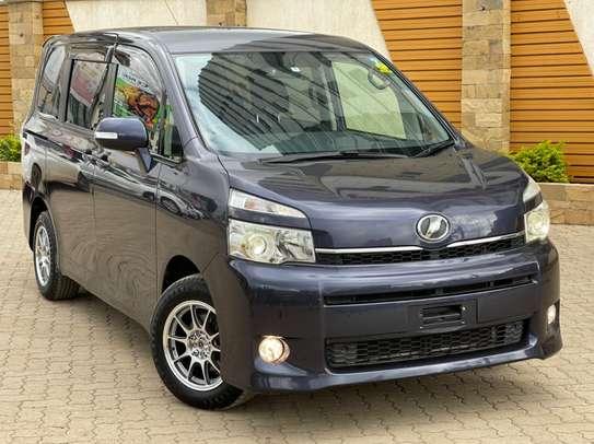 Toyota voxy image 1