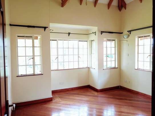 5 bedroom house for rent in Rosslyn image 13