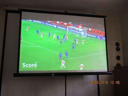 tripod projection screen 84 x 84 image 1