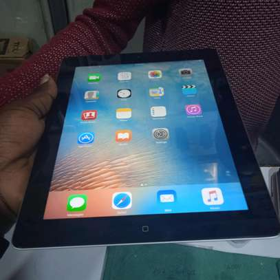 ipad Air 2 32gb, cellular with a complete charger(in shop) image 1