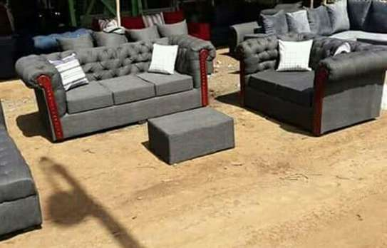 5 Seater 3,2 Chesterfield Sofa image 1