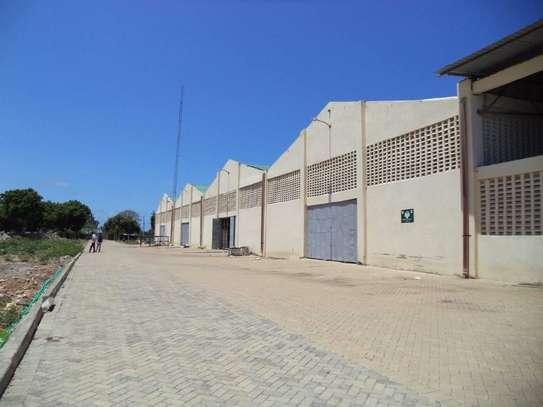 780 m² warehouse for rent in Kikambala image 1