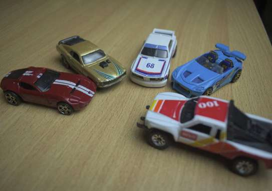 5 Pieces High detailed metal toy cars