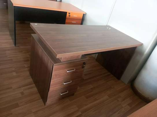 office table. image 1