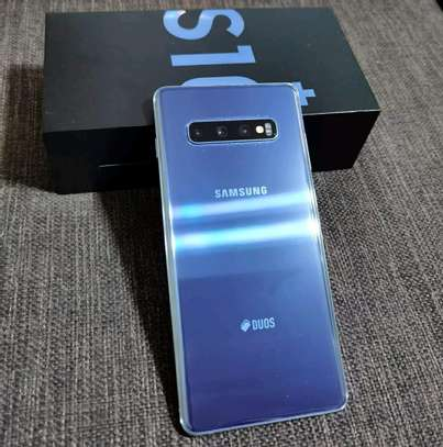 Samsung Galaxy S10 Plus 1Terabyte. Well Kept And ON Warranty image 2