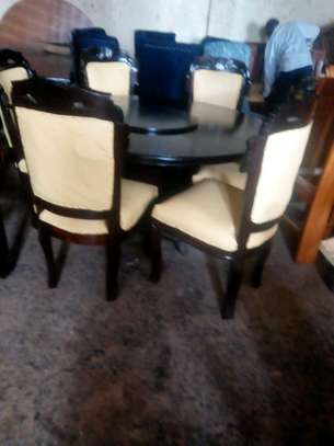 Readily available 6-seater dining table