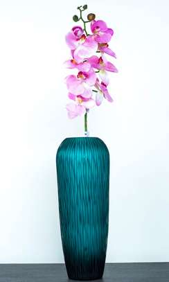 Flower pot/vase with plastic/artificial flowers/whole sale price.
