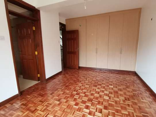 Magnificent 5 bedroom townhouse with dsq image 6