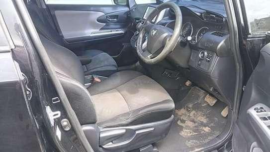 Toyota Wish image 4