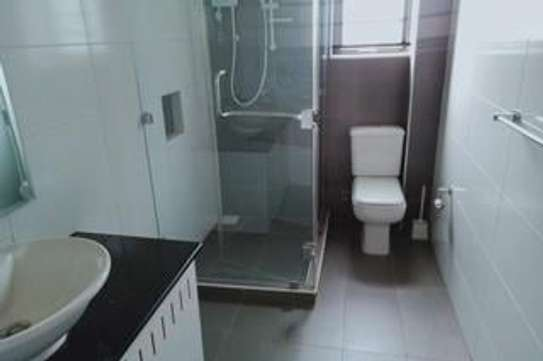 Furnished 3 bedroom apartment for rent in Rhapta Road image 9