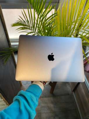 MacBook Pro 2017 image 3