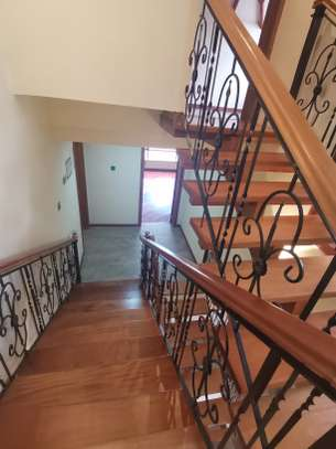 Magnificent 5 bedroom townhouse all ensuite with dsq for rent lavington area image 2