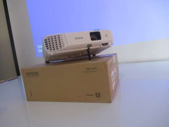 Epson EB-E10multimedia projector , 3600 lumens,3LCD- white image 1