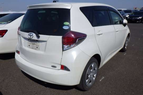 Toyota Ractis image 7