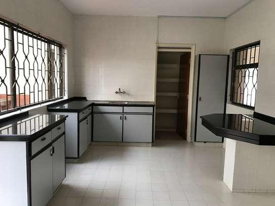 5 bedroom townhouse for rent in Rhapta Road image 8