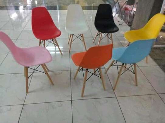 Aemes Plastic Chairs image 1