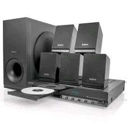 Sony DAV-TZ140 300Watts 5.1 channel Home theatre image 1