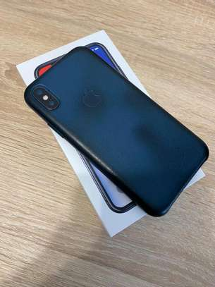 Apple Iphone x Black 256 Gigabytes & Airpods image 3