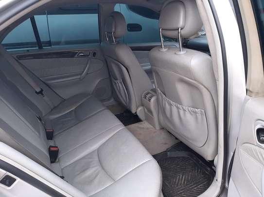 Mercedes Benz C200 image 3