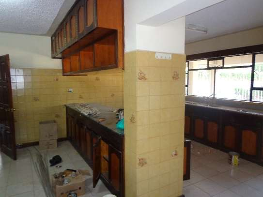 6 bedroom house for rent in Nyari image 14