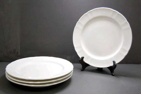 Ceramic round dinner plate with ridges image 1
