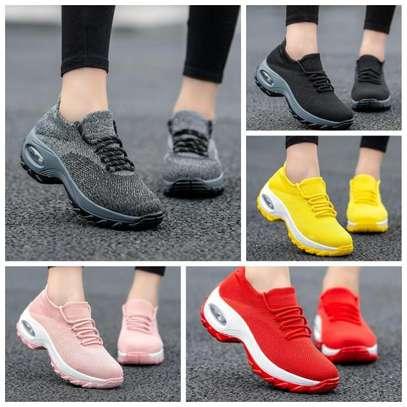 Women Flyknit shoes image 3