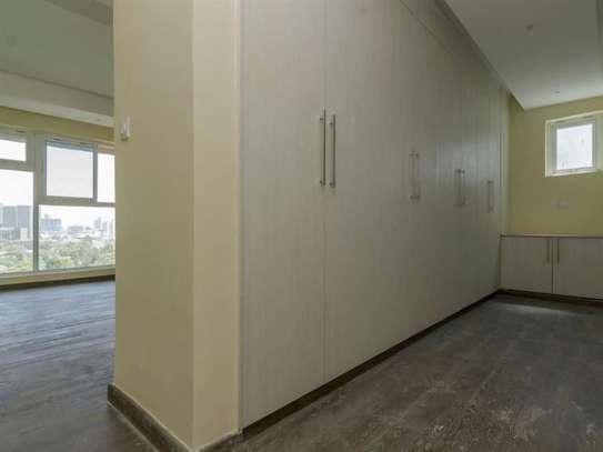 Riverside - Flat & Apartment image 14