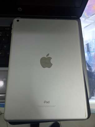Apple iPad pro (128GB) image 1