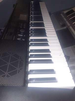 Piano keybord image 1