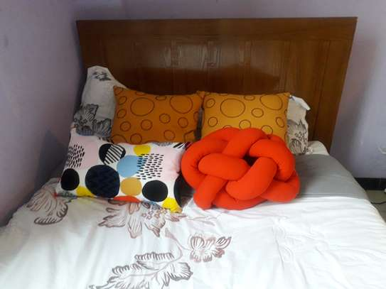 Bed cushion set with runner image 2