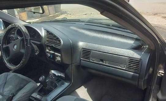1991 Model BMW 318i image 2