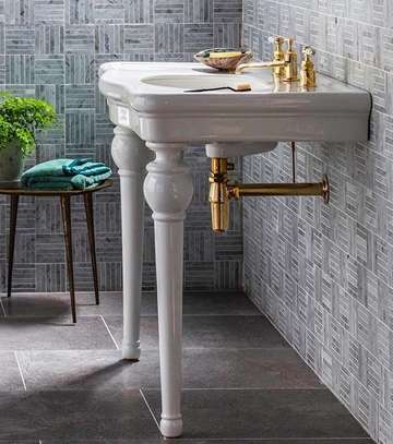 Classic Basin With Delicate Features And Elegant Curves image 1