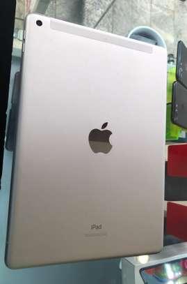 Apple iPad 7th Generation image 1