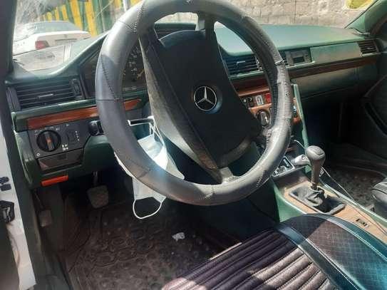 1990 Model Mercedes 230E image 2