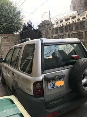 2000 Model Land Rover image 2