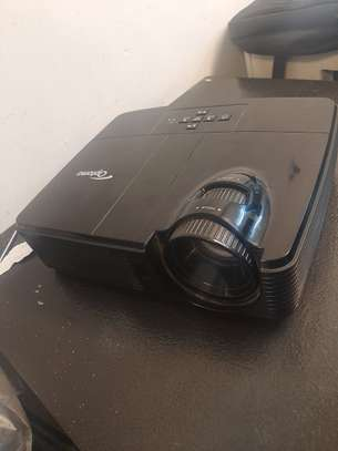 Optoma Projector Good Condition With Discount image 1