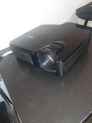 Optoma Projector almost new image 2