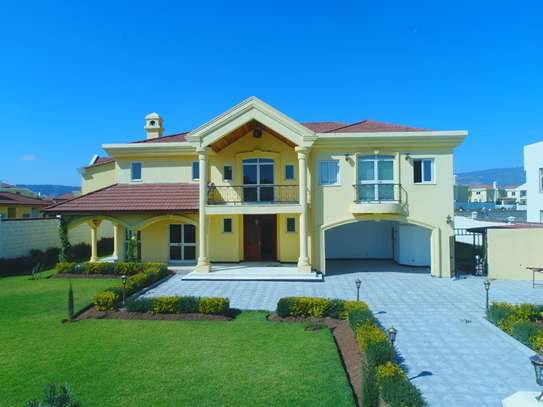 Magnificent home with A Golf Front View for SALE in CCD Compound