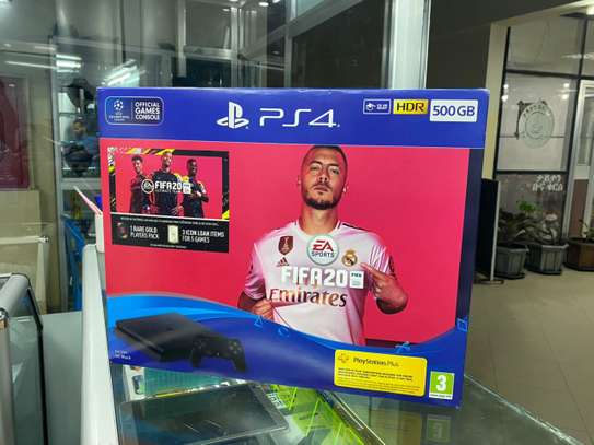 Play Station 4(With fifa 20)