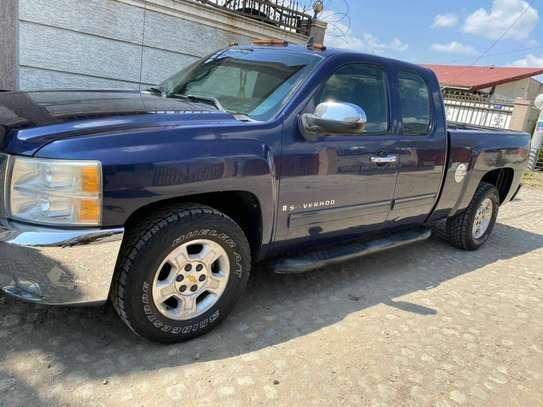2010 Model-Chevrolet Silverado image 1