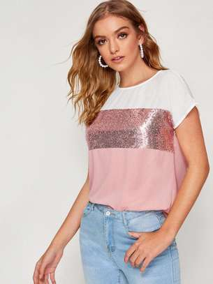 Contrast Sequin Cut-And-Sew Curved Hem Top