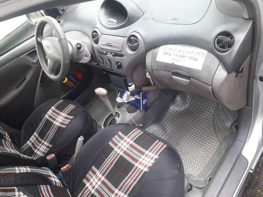 Toyota Platiz image 4