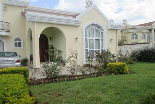 1,000m2 G+1 House for Sale