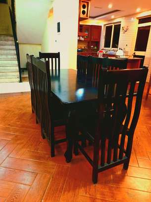 Dinning table image 3
