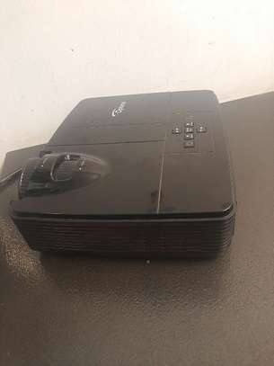 Optoma projector image 3