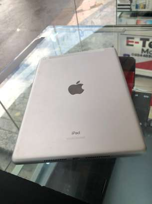 Apple iPad 7th Generation image 3