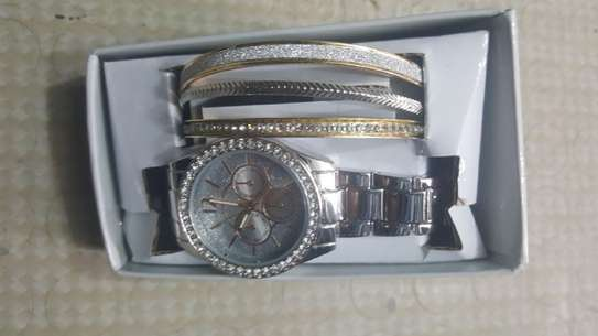 Precision hand watch for ladies image 2