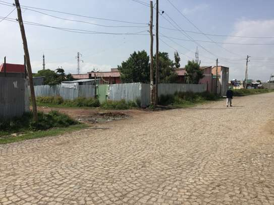 URGENT LOW PRICE : Dukem 200m2 land with service house