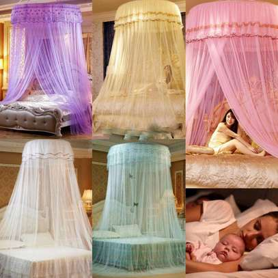 Elegant Lace Round Bed Curtains image 3